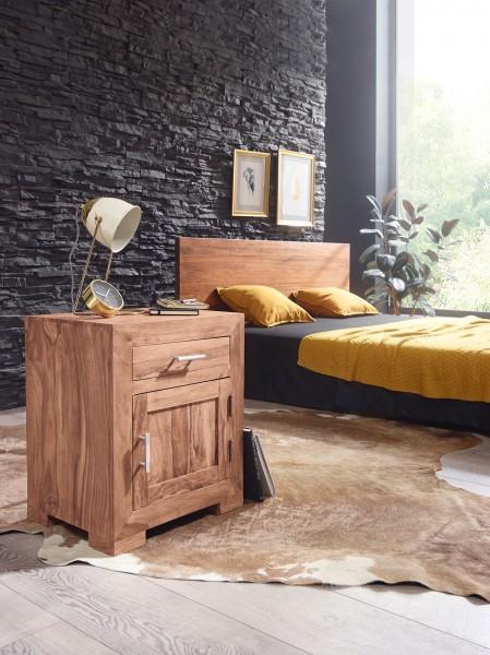 WOHNLING Nachttisch MUMBAI Massivholz Akazie Design Nachtkommode 60 cm mit Schublade und Tür
